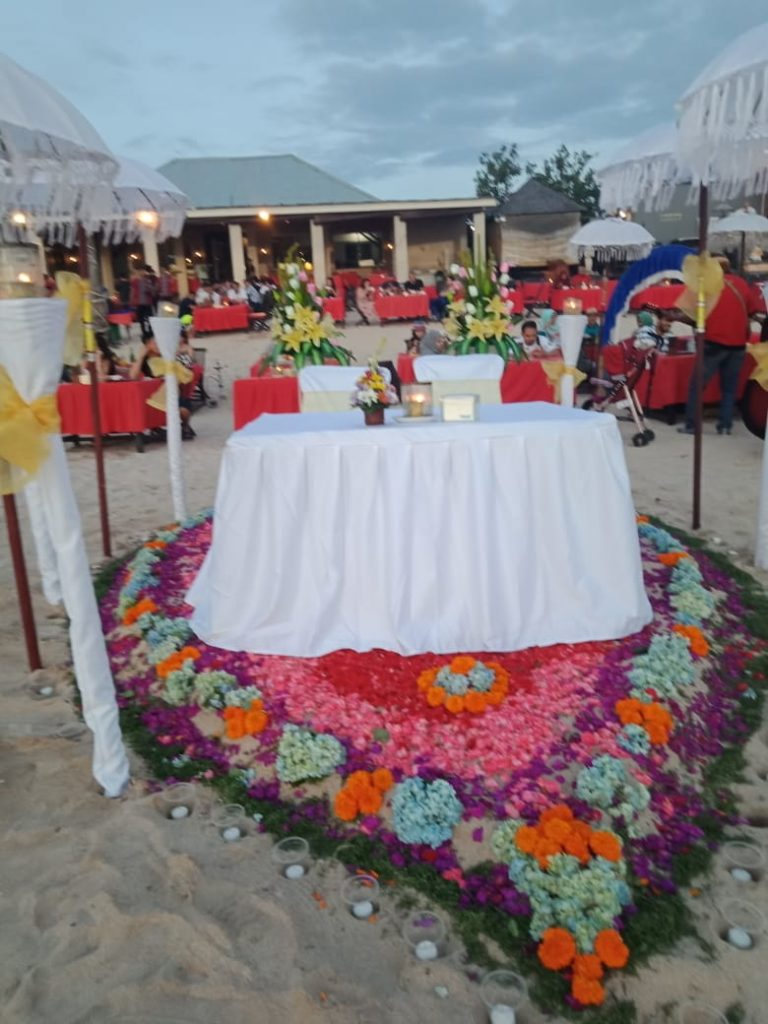 beatiful romantic dinner with jimbaran bay seafood club