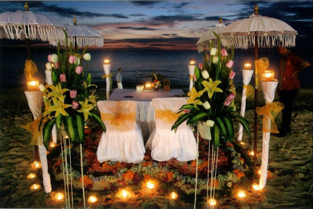 romantic dinner by sunset beach jimbaran