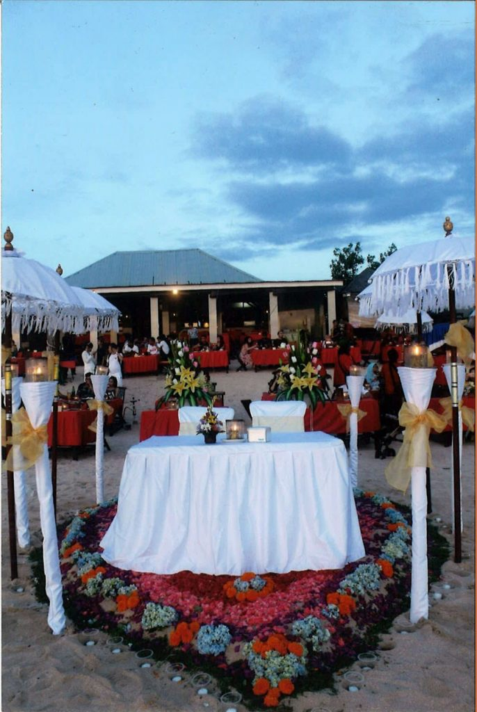 romantic dinner in Jimbaran Beachfront Restaurant
